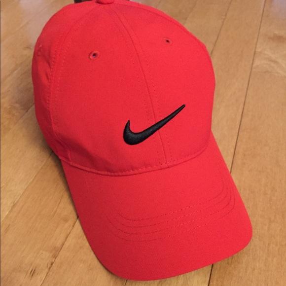 8fa1bc2c87996 NWT Women s Red Nike Golf Baseball Cap Hat